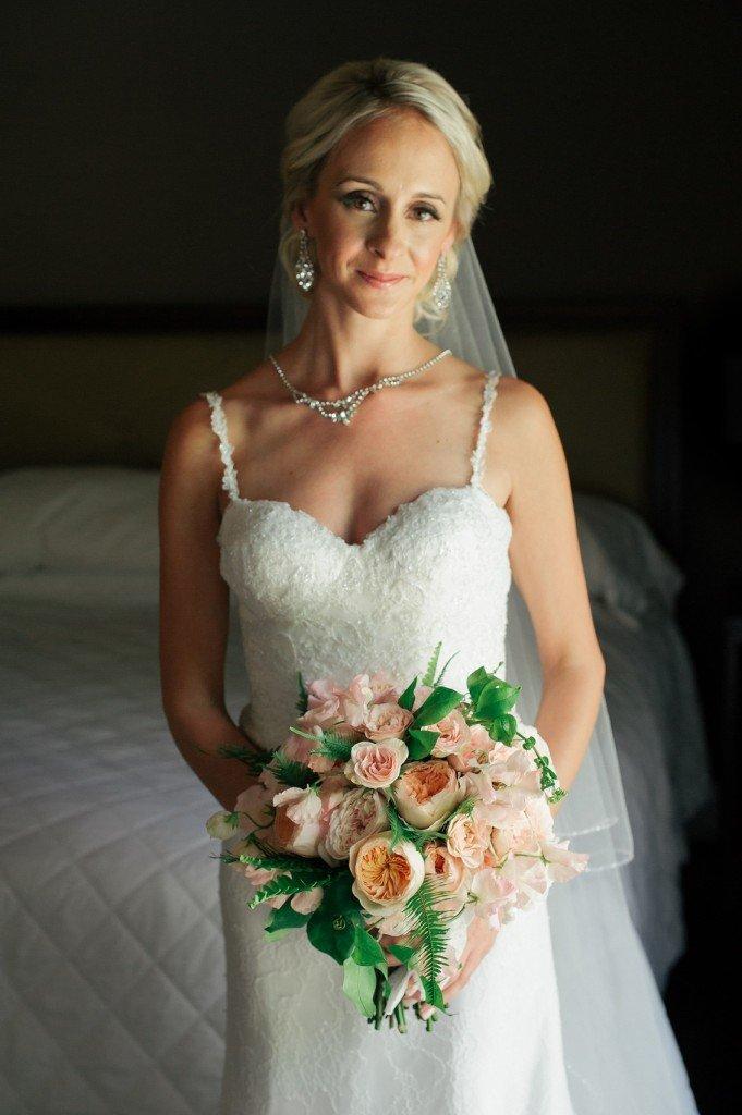 Valencienne Bridal, Toronto, Wedding, French Lace, Floral, Bouquet, Accessories, Elsa Corsi, Veil, Life Images 2