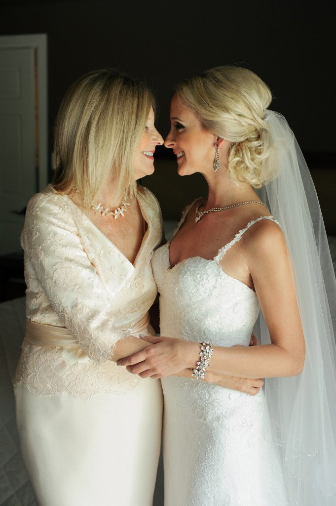 valencienne_bridal_toronto_wedding_french_lace_sweetheart_neckline_mother_of_the_bride_veil_