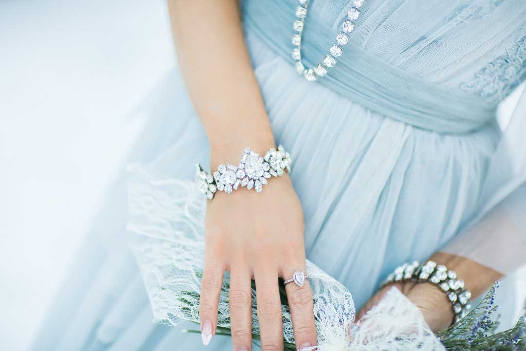 Custom wedding jewelery and accessories by Elsa Corsi